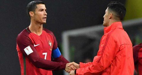 Sóng lớn tại MU: Ronaldo gửi tối hậu thư dằn mặt Alexis Sanchez