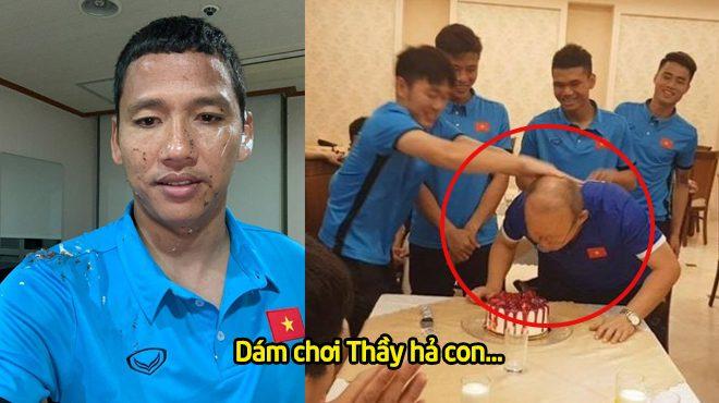 """Bị Xuân Trường """"chơi khăm"""" trong sinh nhật của Anh Đức, Thầy Park vẫn khiến tất cả phải nể phục vì quá cao tay và tỉnh đòn"""