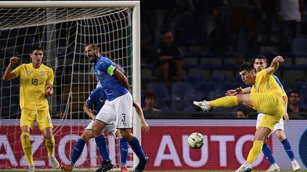 Siêu phẩm vô lê ghi bàn hiếm thấy khiến Italia bất lực trước tí hon Ukraina