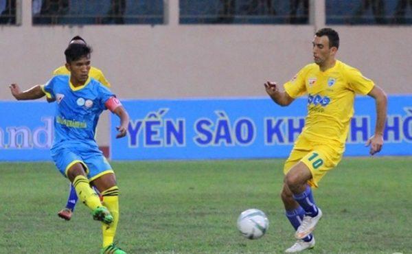 Bùi Tiến Dũng thi đấu xuất thần như De Gea, FLC Thanh Hóa nhẹ nhàng đánh bại Sanna Khánh Hòa giành ngôi Á quân V-League 2018