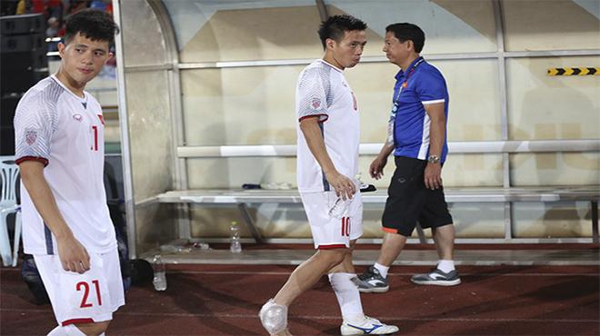 TIN NÓNG AFF Cup 2018: Đội trưởng Văn Quyết dính chấn thương; thầy Park như ngồi trên đống lửa