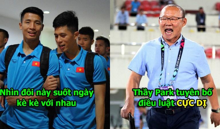 Phát hiện hai cầu thủ dính nhau như sam, thầy Park nhất quyết 'chia rẽ uyên ương' mặc kệ 2 chàng ra sức cầu xin