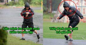 Cảm động hình ảnh thầy Park suýt ngã khi lao ra ngoài trời mưa tầm tã kiểm tra sân tập cho ĐT Việt Nam