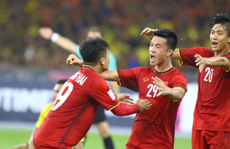 5 điểm nhấn Malaysia 2-2 Việt Nam: Hàng công gây tiếc nuối; chủ nhà thi đấu với 12 người trên sân vẫn toát mồ hôi hột với ĐTVN