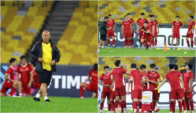 """CHÙM ẢNH: """"Luyện công"""" dưới mưa, thầy trò Park Hang-seo lên kế hoạch """"bắn hạ"""" Malaysia"""