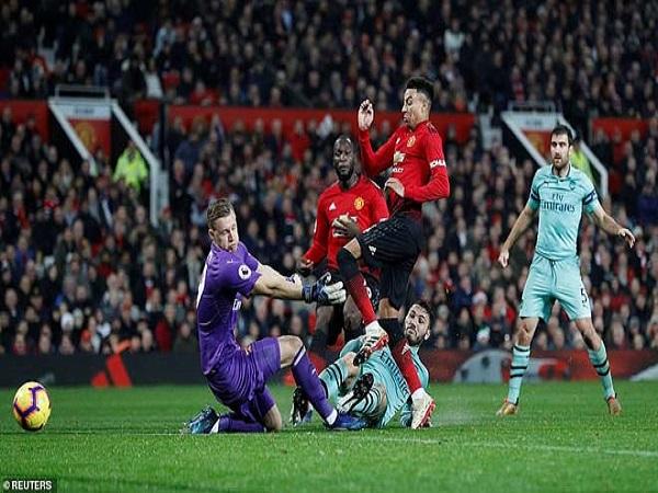 MU đại thắng Arsenal, đại gia vững bước