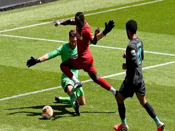 Liverpool đá trận đầu tiên hậu COVID
