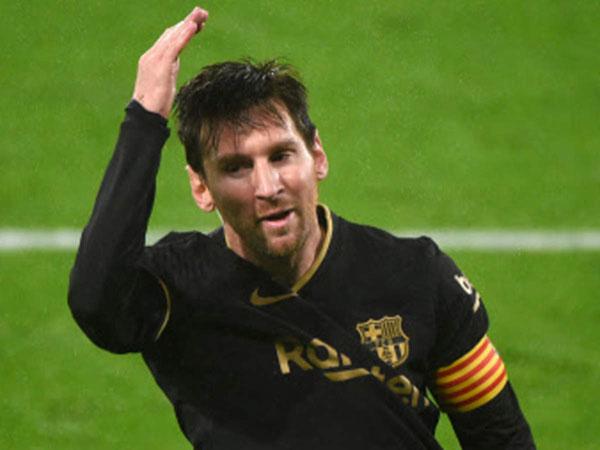 Bóng đá quốc tế tối 10/10: Suarez phải cuốn gói rời Barca vì Messi