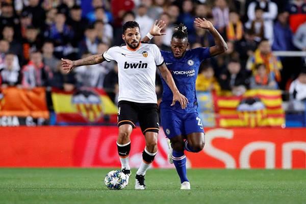 Chuyển nhượng bóng đá 24/10: Liverpool tính chiêu mộ Garay