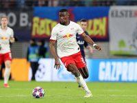 """Chuyển nhượng sáng 26/5: RB Leipzig bị """"rút ruột"""" hậu vệ"""